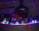 Há uma semana no Brasil, Adriano posta fotos em festa animada