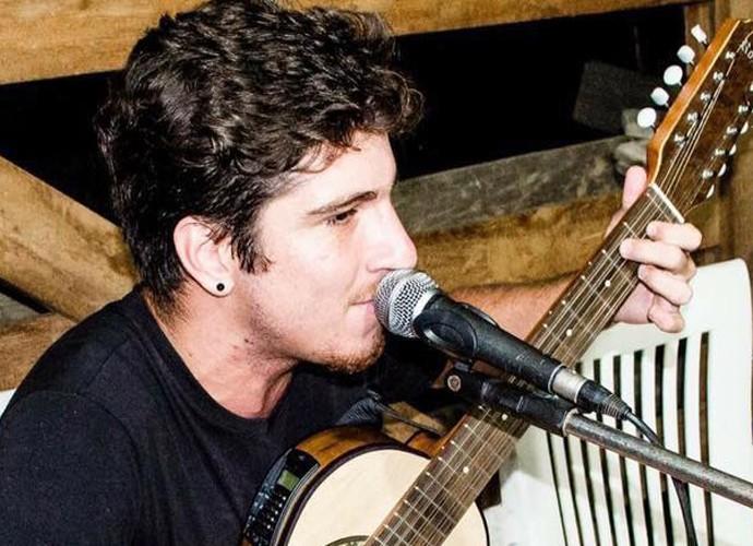 O participante com seu inseparável violão (Foto: Arquivo pessoal)
