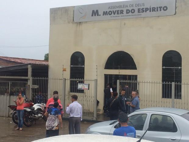 Corpo de dono de academia Rogério Alves é velado em igreja evangélica, em Goiânia, Goiás (Foto: Vitor Santana/G1)