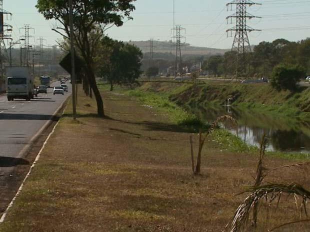 Falta de proteção deixa motoristas preocupados em Ribeirão (Foto: Paulo Souza/ EPTV)