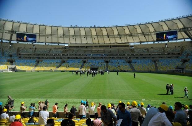O secretário-geral da FIFA, Jerôme Valcke, o ministro do Esporte Aldo Rabelo, o diretor da FIFA, Ron Dumont, o diretor geral do Comitê Organizados Local(COL), Ricardo Trade e os ex-jogadores Bebeto e Ronaldo, integrantes do Comitê Organizador da Copa do M (Foto: Tânia Rêgo/ABr)
