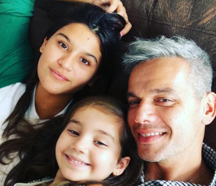 Otaviano Costa com as filhotas Giulia e Olívia (Foto: Arquivo Pessoal)