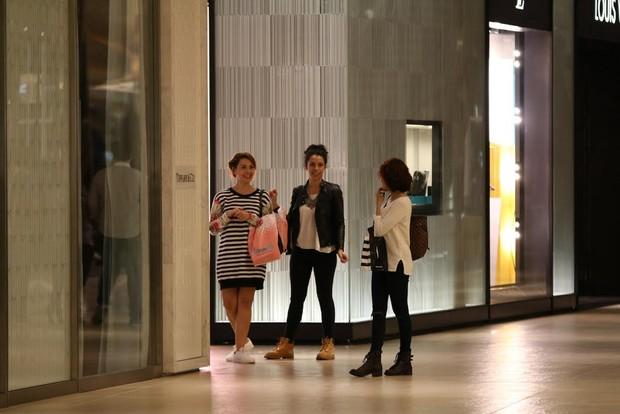 Fabíula Nascimento é flagrada em shopping (Foto: Fabio Moreno/Agnews)