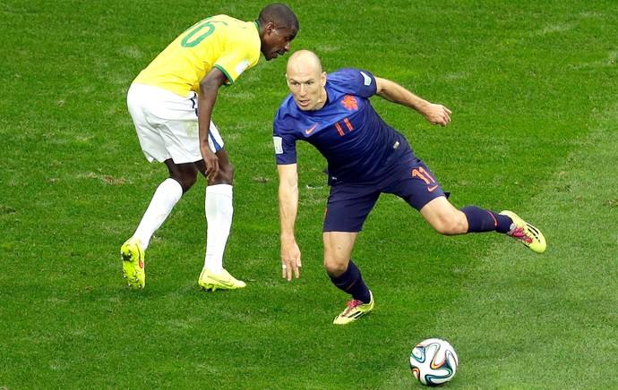 Robben jogo Brasil x Holanda (Foto: AP)