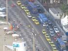 Protesto de taxistas contra Uber interdita pista do Aterro do Flamengo