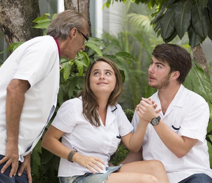 Mas Idelfonso chama atenção por causa do beijo (Foto: Felipe Monteiro/Gshow)