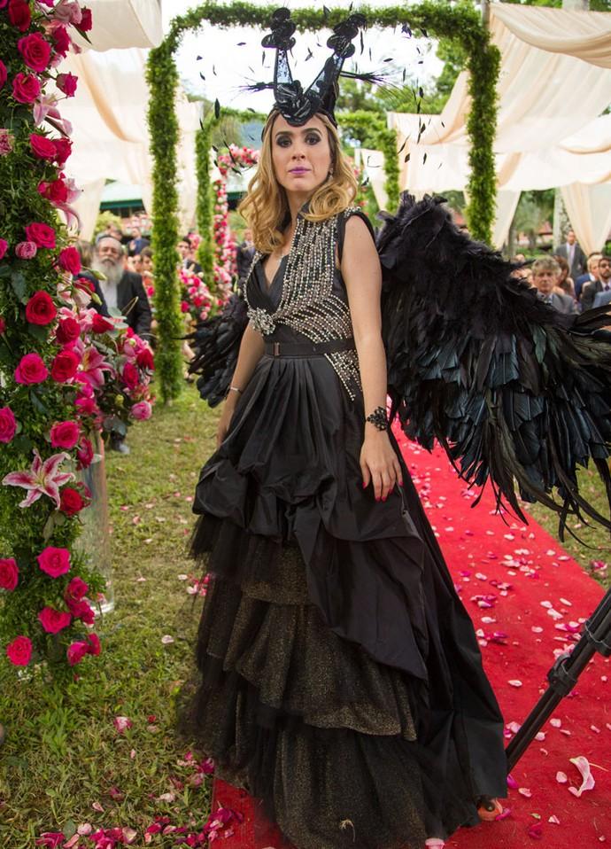 Fedora escolhe look inusitado para o casamento com Leozinho (Foto: Fabiano Battaglin/Gshow)