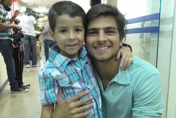 Luiz Felipe brinca com Bernardo: 'Hoje o cara é você' (Foto: TV Globo/ TV Xuxa)