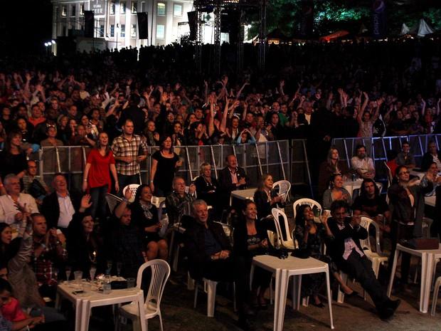 Milhares de pessoas prestigiaram o Baile da Cidade (Foto: Evandro Oliveira/Divulgação, PMPA)