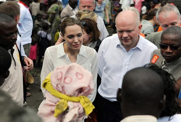 A ATRIZ, EMBAIXADORA DA BOA VONTADE DA ONU, DURANTE VISITA RECENTE À ÁFRICA (Foto: Getty Images)