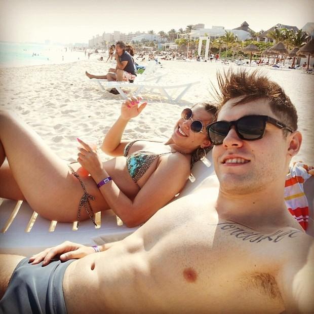 Ex-BBBs Nasser e Andressa Ganacin em Cancun, no México (Foto: Instagram/ Reprodução)