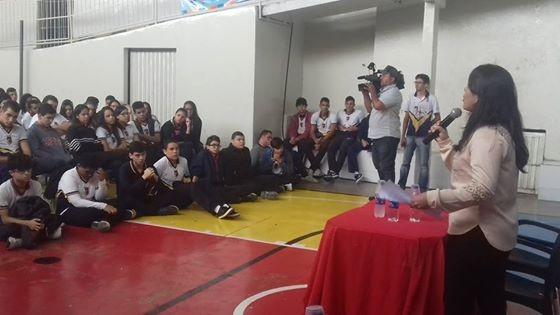 Jornalistas da TV Asa Branca batem papo com estudantes de Caruaru, PE (Foto: Divulgação)