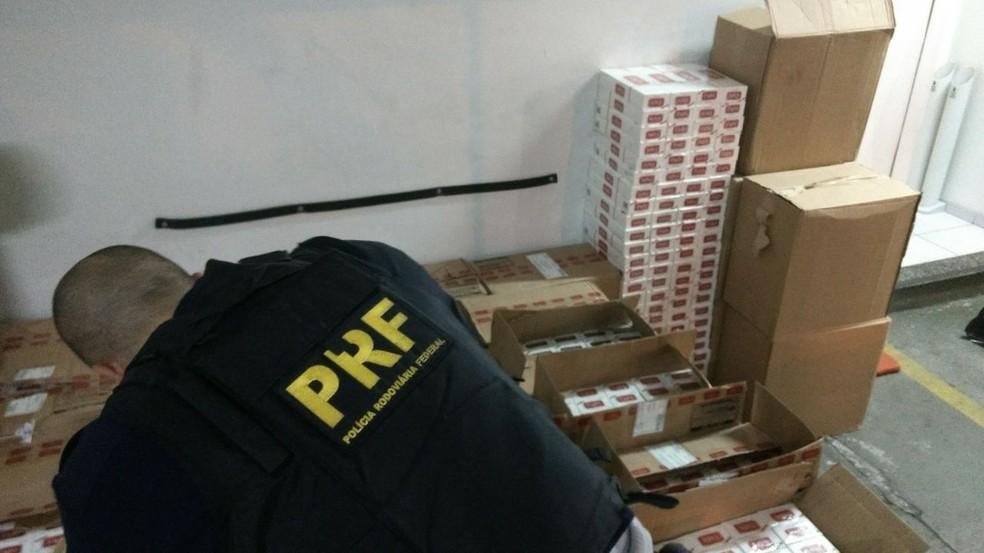 Casal disse que comprou a carga em São Paulo e ia vender em Jacareí (Foto: Divulgação/PRF)