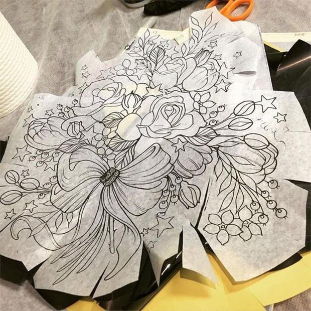 "A tatuagem de Alison Habbal, parte de seu ""renascimento pós-doença"", se tornou viral (Foto: BBC/Alison Habbal)"