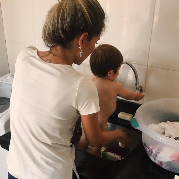 Adriana com o filho (Foto: Reprodução/Instagram)