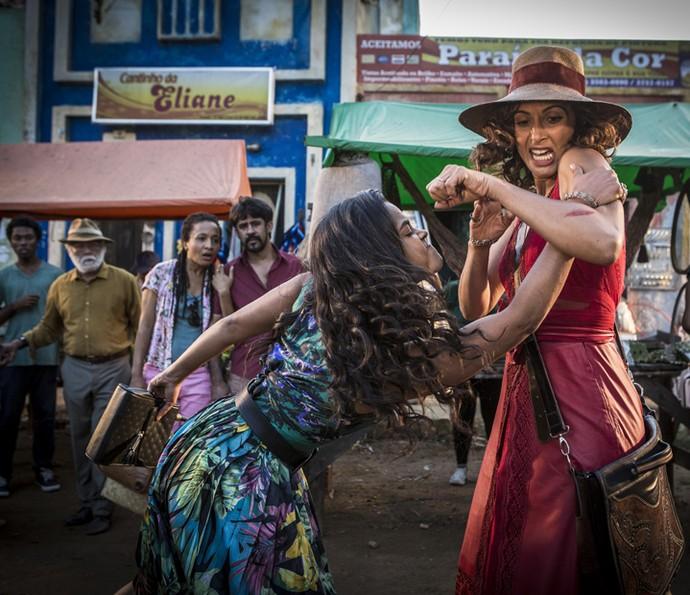 Luzia parte para a agressão e estapeia Tereza (Foto: Inácio Moraes/ Gshow)