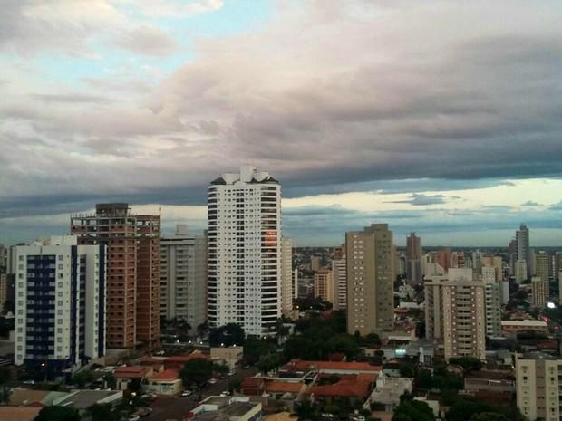 Céu na tarde desta terça-feira (29) em Campo Grande (Foto: Josane Cruz/Arquivo pessoal)