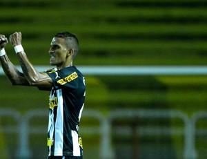 Rafael Marques botafogo gol santos Estádio Raulino de Oliveira, em Volta Redonda (Foto: Fernando Soutello / Agência Estado)