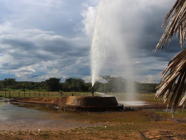 Projeto de adutora prevê captação da água dos poços para distribuir no semirárido (Foto: Patrícia Andrade/G1)