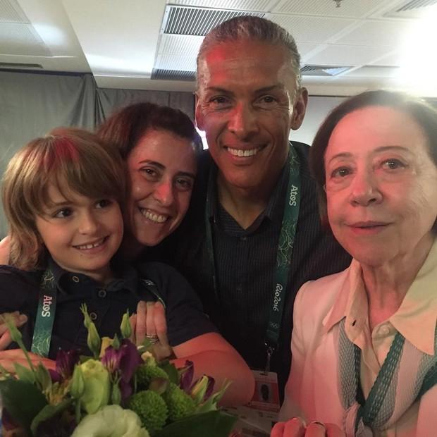 Antônio, Fernanda Torres, Joaquim Cruz e Fernanda Montenegro (Foto: Reprodução / Instagram)