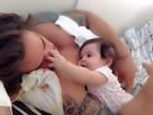 Ex-BBB Rodrigo posta foto ganhando carinho da filha: 'Amor demais!'