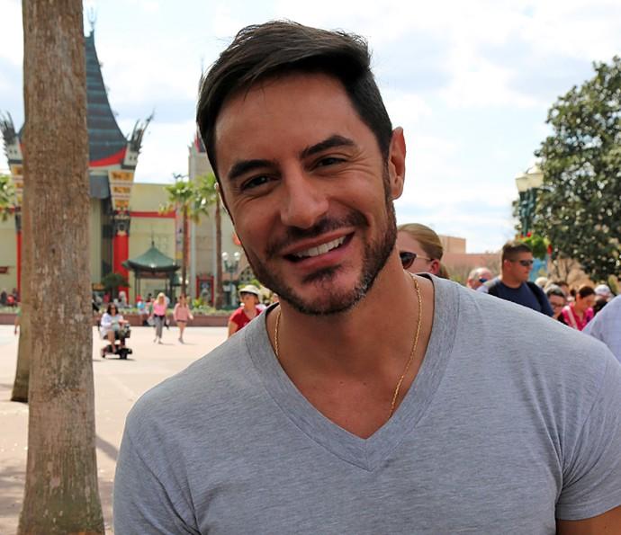 Ricardo Tozzi abre sorriso para as lentes do Gshow (Foto: Thiago Fontolan / Gshow)