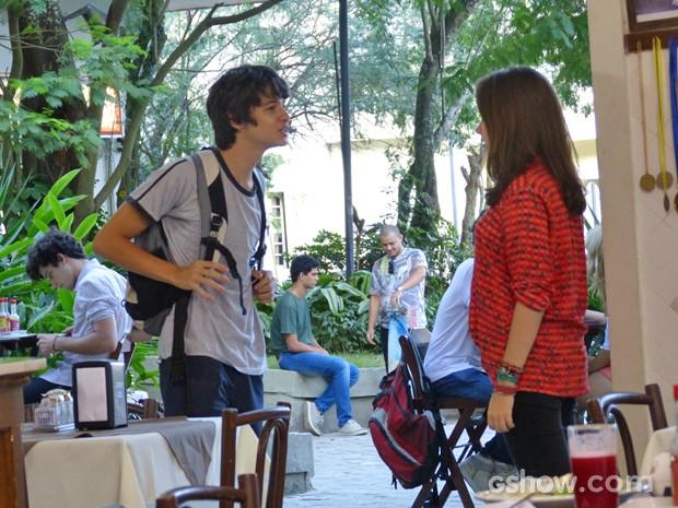 Vitor cobra explicações de Clara  (Foto: Malhação / TV Globo)