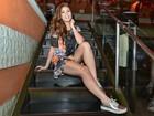 Ex-BBB Amanda Gontijo exibe as pernas em festa de aniversário