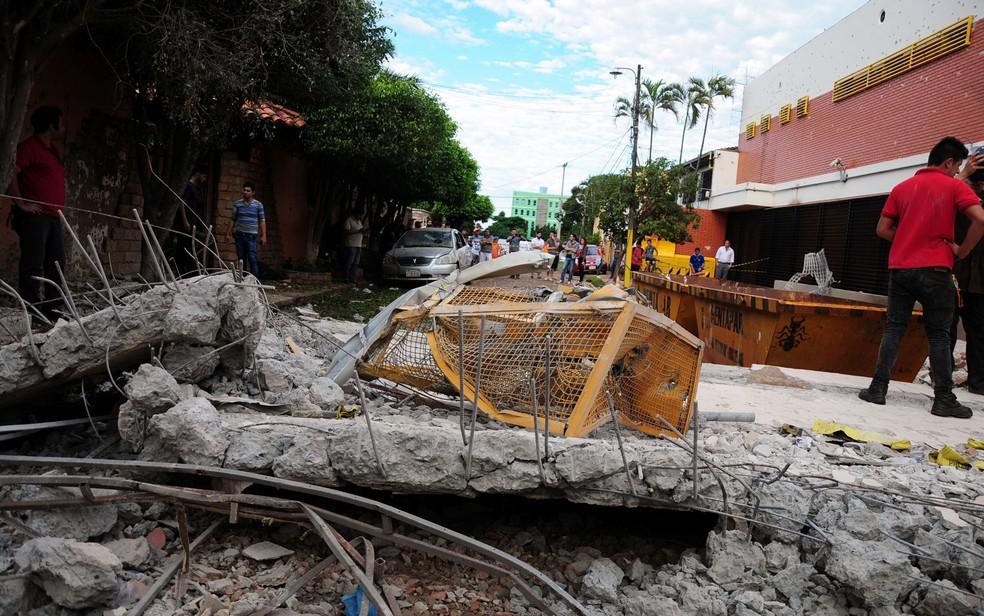 Destruição causada por explosões durante roubo a transportadora de valores em Ciudad del Este, no Paraguai (Foto: Francisco Espinola/Reuters)