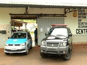 Presos fugiram da Unidade Prisional na madrugada desta terça-feira (21) (Foto: Reprodução/TV Anhanguera)