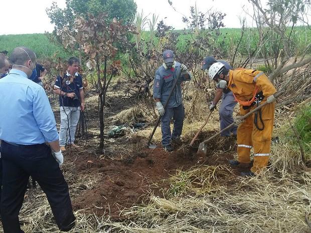Investigadores chegaram até o corpo após denúncia anônima (Foto: André Poeta/Programa do Léo)