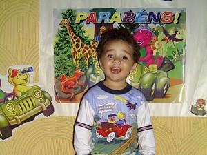 Garoto em aniversário de dois anos, o último antes do acidente (Foto: Cristina Carvalho de Freitas/Arquivo Pessoal)