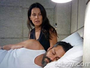 Ela fica indignada com a reação de Hermes (Foto: Além do Horizonte/TV Globo)