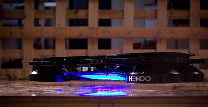 Hendo, hoverboard apresentado em 2014, também usa levitação magnética (Foto: Divulgação)