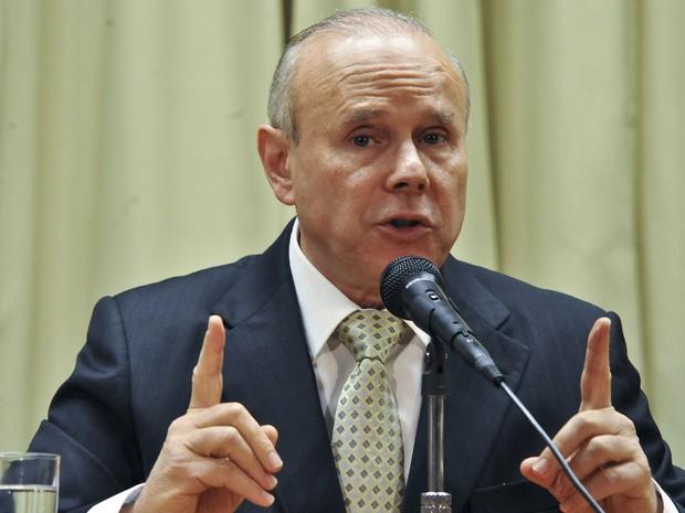Guido Mantega anunciou em entrevista coletiva o aumento da meta de superávit primário do Governo Central (Previdência Social, Banco Central e Tesouro Nacional) de R$ 81,8 bilhões para cerca de R$ 91 bilhões. (Foto: Elza Fiuza/ABr)