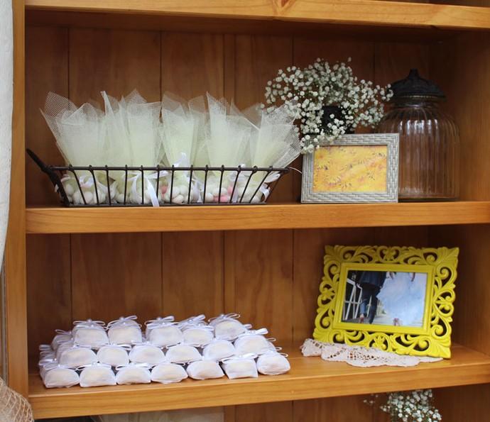 Armário pode ser opção para guardar lembranças e doces (Foto: Maria Eduarda/Gshow)