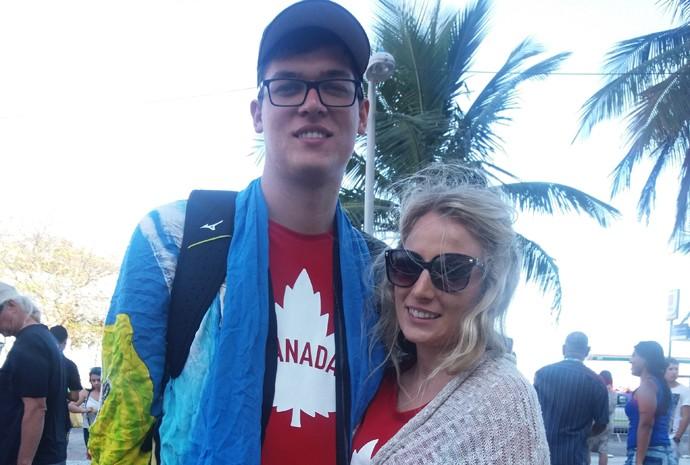 A canadense Zachary Schulz, irmã da jogadora de vôlei de praia Sarah Pavan, comprou canga de praia para o amigo Heather Graham
