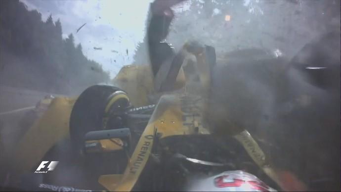 Kevin Magnussen bate forte na subida da Eau Rouge no GP da Bélgica (Foto: Reprodução)