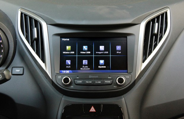 Teste de Central Multimídia Hyundai HB20: tela inicial  (Foto: Alexandre Zanardo/ Autoesporte)