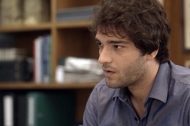 Humberto Carrão é Tiago em 'A lei do amor' (Foto: TV Globo)