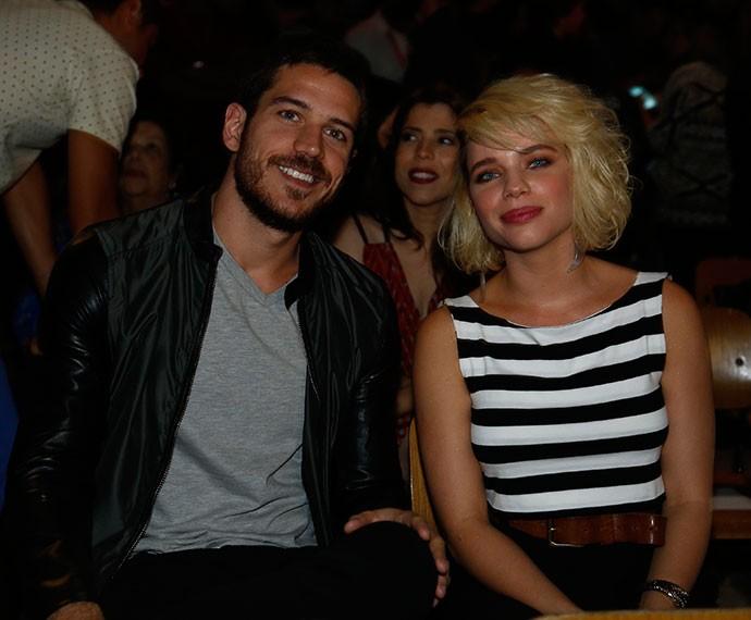Marco Pigossi e Bruna Linzmeyer participam de coletiva (Foto: Raphael Dias/TV Globo)