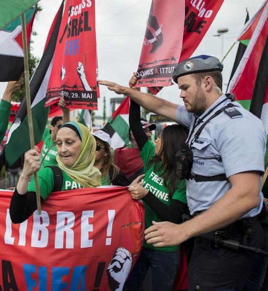 protesto (Reuters)