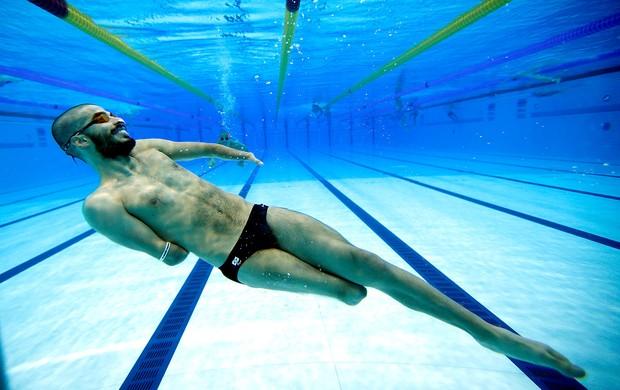 Daniel Dias na piscina Paralimpíadas Londres 2012 (Foto  AP) 0cfd5ec0da603