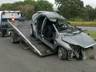 Carro bate em muro e motorista morre (Eliana Gorritti/ TV Gazeta)