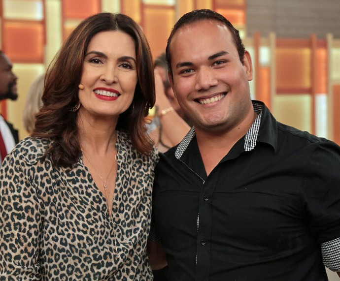 A apresentadora com um convidado do programa nos bastidores  (Foto: Isabella Pinheiro/Gshow)