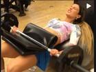 Após um mês sem malhar, Babi Rossi pega pesado em treino