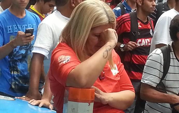 torcedora portuguesa chora julgamento STJD (Foto: Thales Soares)