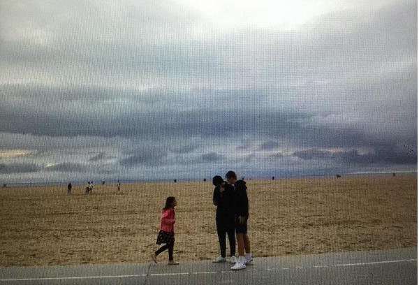 Suri Cruise, filha de Katie Holmes e Tom Cruise, na companhia dos primos (Foto: Instagram)