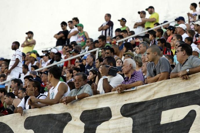 Torcida do Estrela do Norte compareceu em peso ao Estádio Sumaré (Foto: Cláudio Reis)