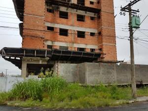 Prédio no Santa Felícia está abandonado há dois anos (Foto: Fabiana Luchesi/Arquivo pessoal)
